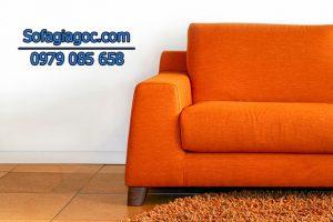 Cách kết hợp sofa màu cam với các đồ nội thất trong không gian nhà