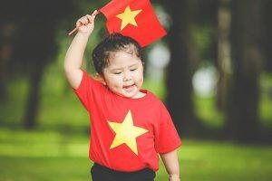 áo cờ đỏ sao vàng quà tặng người nước ngoài ý nghĩa