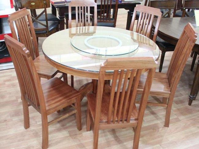 Mẫu bàn ăn tròn với mặt kính
