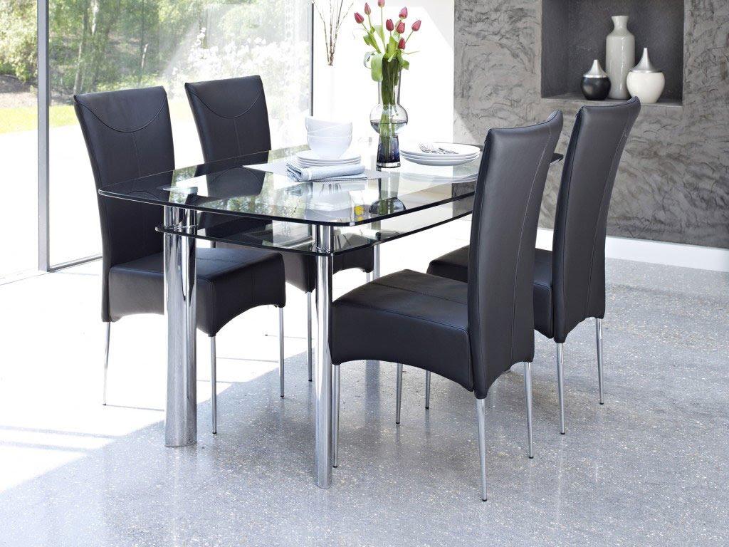 Phòng ăn sang trọng, hiện đại hơn với mẫu bàn ăn bằng kính