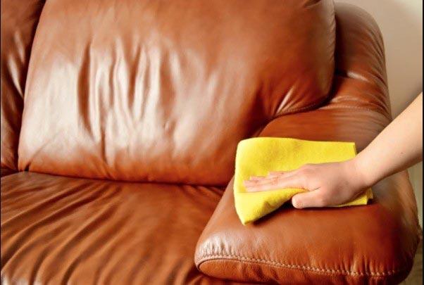 Sử Dụng Khăn Cotton Lau Sạch Ghế Sofa Da